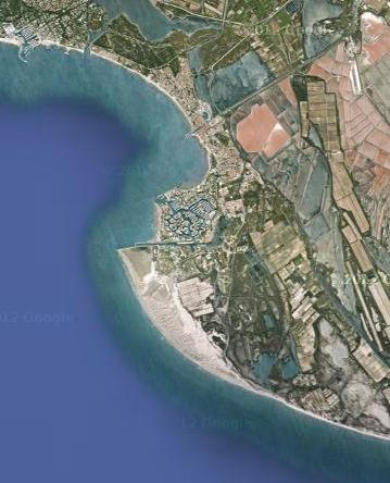 La pointe de l'Espiguette est un vaste massif dunaire situé sur le littoral méditerranéen du département du Gard. Localisé à l'est du Grau-du-Roi, en Petite Camargue, l'Espiguette est un site naturel sauvage, préservé mais fragile.